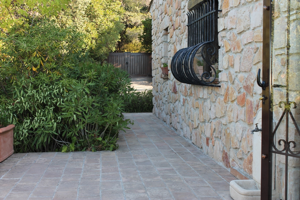 La terrasse de l'ouest s'ouvre sur le jardin